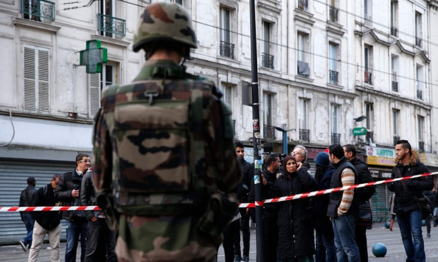 Cảnh sát đấu súng một mất một còn với khủng bố Paris - 4
