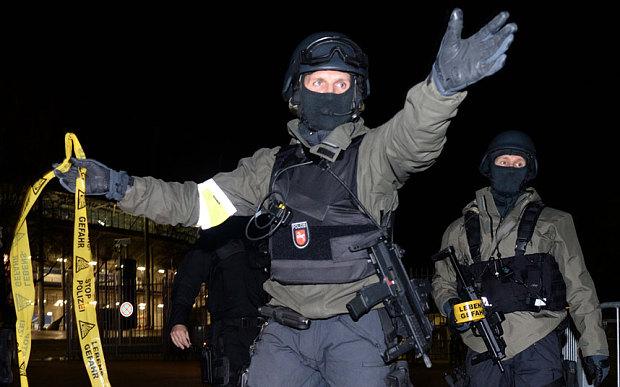 Cảnh sát đấu súng một mất một còn với khủng bố Paris - 7