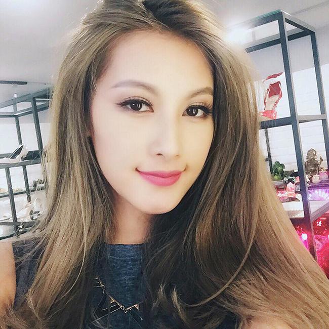 Emmy Nguyễnđang được dư luận chú ý sau khiảnh hẹn hò vớiMạc Hồng Quân rò rỉ trên mạng xã hội.