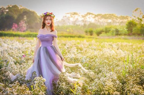 Nữ sinh mơ màng giữa cánh đồng lưu ly tuyệt đẹp - 8