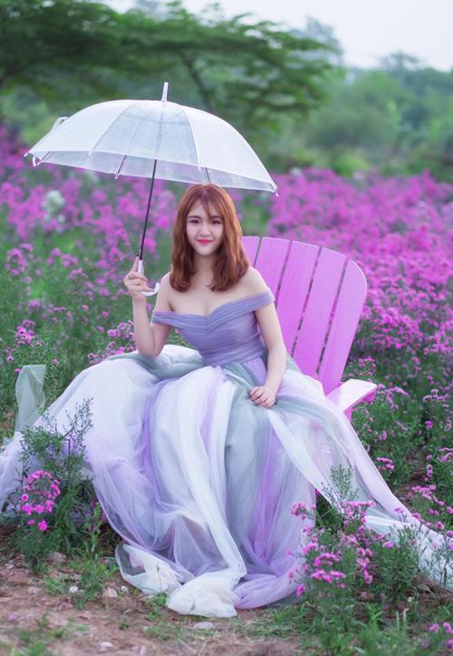 Nữ sinh mơ màng giữa cánh đồng lưu ly tuyệt đẹp - 3
