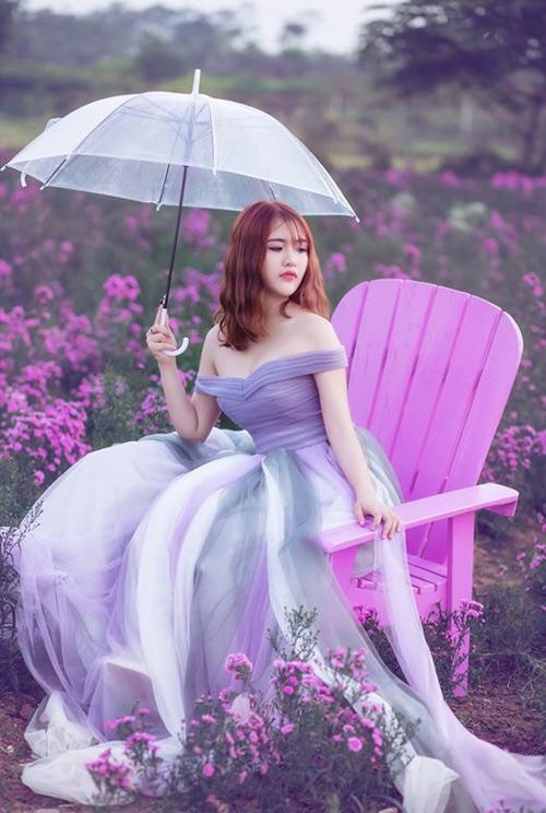 Nữ sinh mơ màng giữa cánh đồng lưu ly tuyệt đẹp - 4
