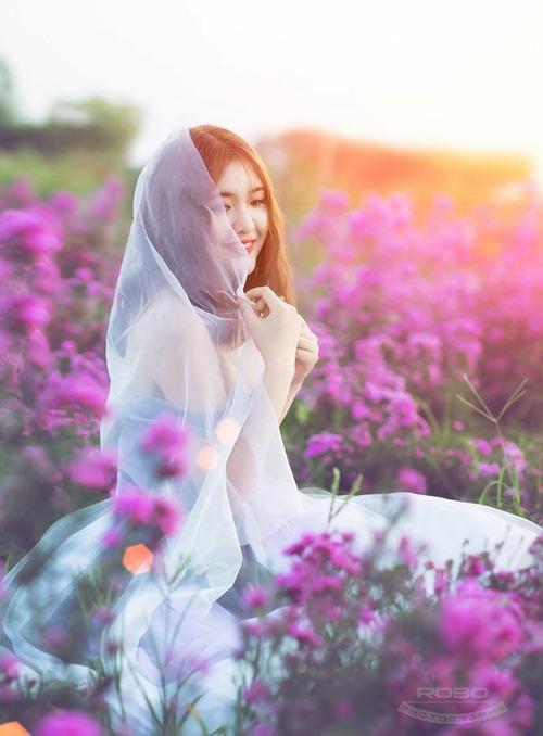 Nữ sinh mơ màng giữa cánh đồng lưu ly tuyệt đẹp - 5