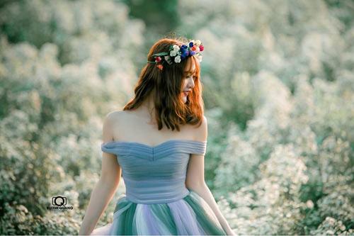 Nữ sinh mơ màng giữa cánh đồng lưu ly tuyệt đẹp - 6
