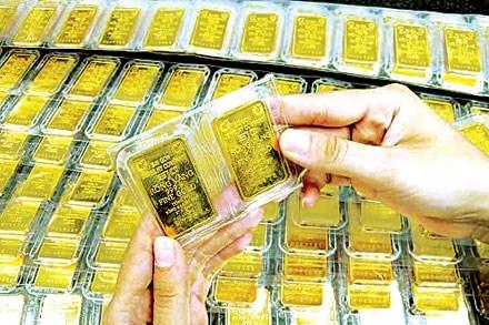 Giá vàng mua vào chốt ngày chỉ còn 33 triệu đồng/lượng - 1