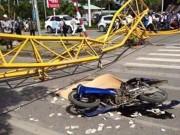 Video An ninh - Cần cẩu sập ngang đường, 5 người thương vong