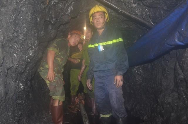 Sập lò than: Hối hả cứu người mắc kẹt ở độ sâu 700m - 6