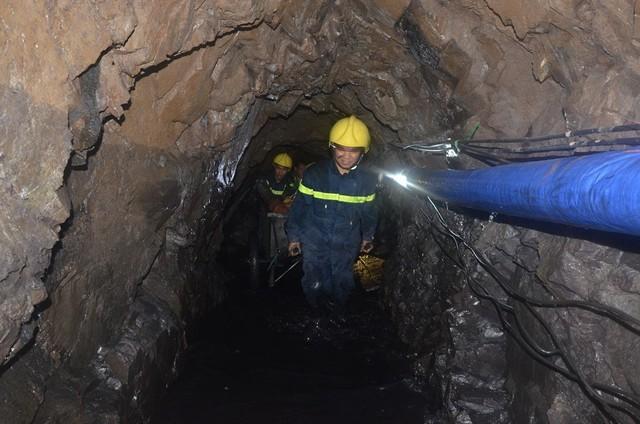 Sập lò than: Hối hả cứu người mắc kẹt ở độ sâu 700m - 7