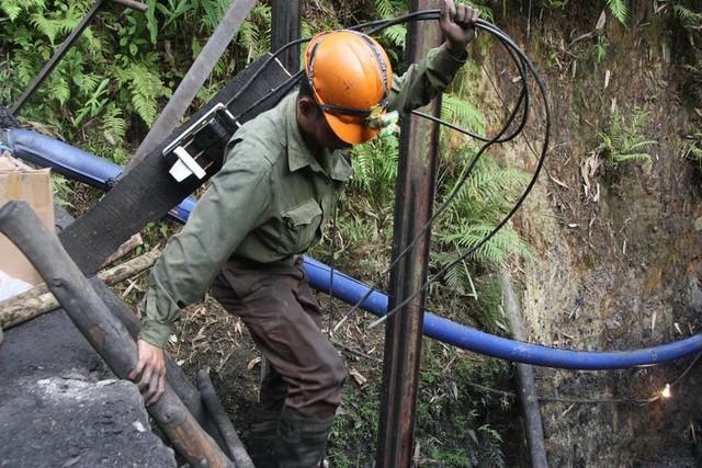 Sập lò than: Hối hả cứu người mắc kẹt ở độ sâu 700m - 8