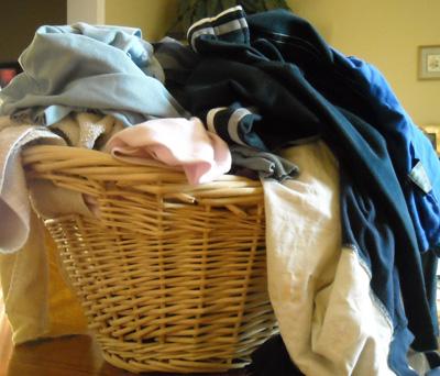 Giặt giũ khi nhà đông người - 1