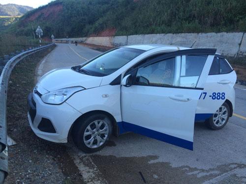 CSGT kể tình tiết bất ngờ khi chạm trán 4 tên cướp taxi - 3