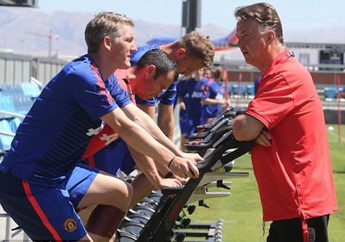 Van Gaal tự nhận là nhà cải cách trong huấn luyện - 2
