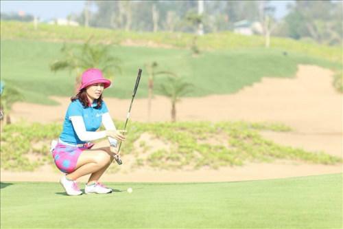 Bóng hồng chơi golf và những sắc màu rực rỡ - 1