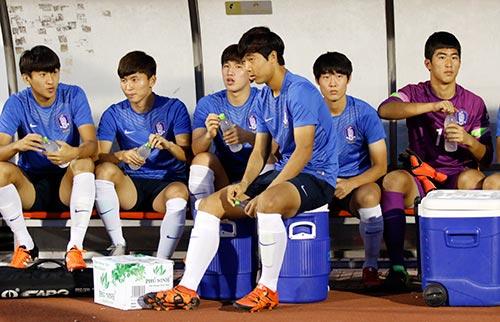 Chờ đấu U19 Hàn Quốc, Công Phượng tươi hết cỡ - 7