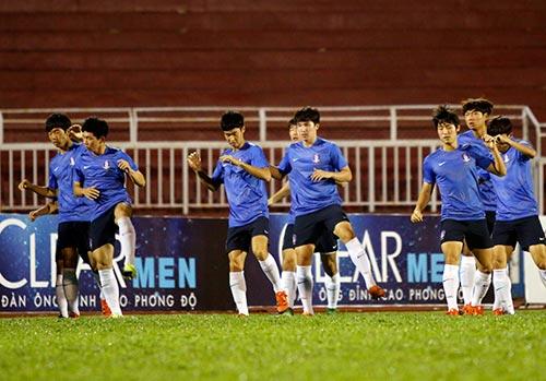 Chờ đấu U19 Hàn Quốc, Công Phượng tươi hết cỡ - 8
