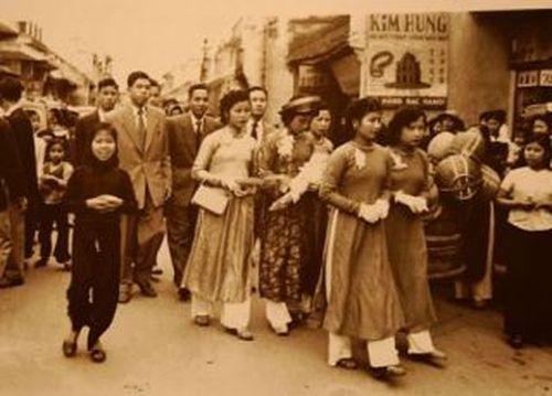 """Đám cưới người Việt: Bao giờ mới thôi """"trả nợ miệng"""" - 2"""