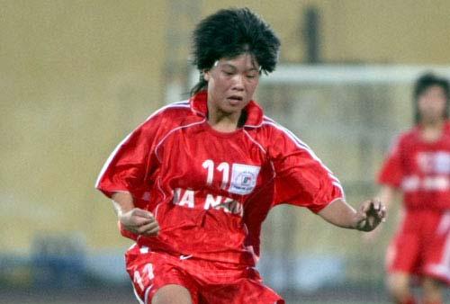 HLV nữ huấn luyện bóng đá nam: Chuyện giờ mới kể - 1
