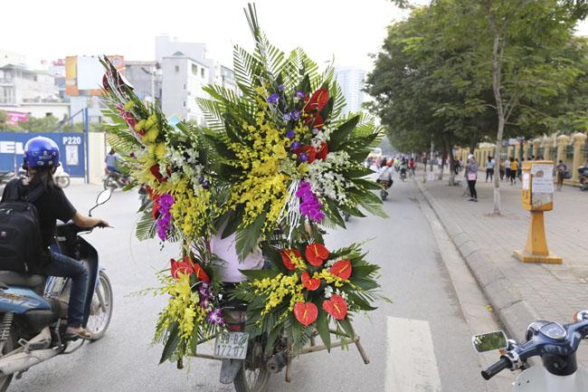 Ế ẩm thị trường hoa tươi 20.11 - 8