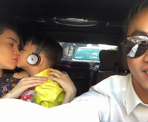 Facebook sao 20/11: Quốc Cường khoe gia đình hạnh phúc - 1