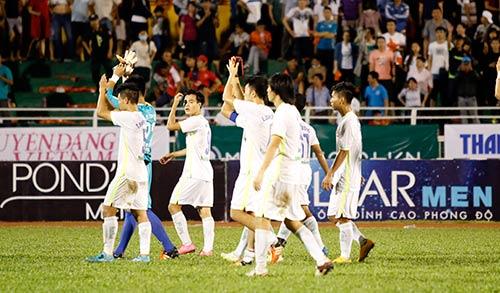 Sân Thống Nhất dậy sóng vì Công Phượng & U21 HAGL - 11