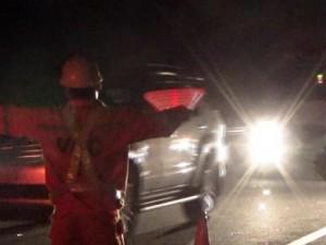 Tin tức trong ngày - Liều đi bộ qua đường cao tốc, bị ô tô tông chết