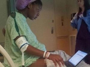 Bạn trẻ - Cuộc sống - Đang đau đẻ, nữ sinh vẫn cố làm bài kiểm tra gây sốt