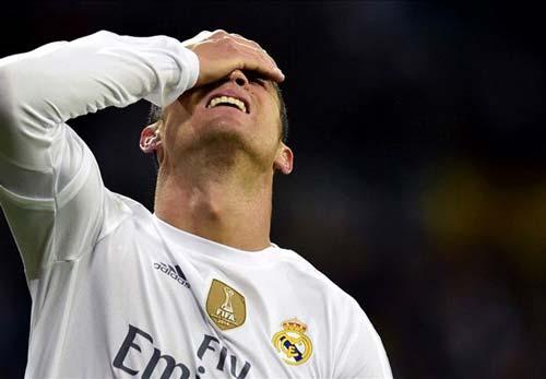 Fan Real chửi mắng Ronaldo tại Bernabeu - 1