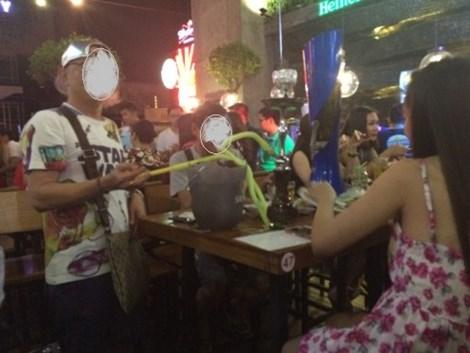 Đột kích 'vũ trường' lộ thiên ở trung tâm Sài Gòn - 4