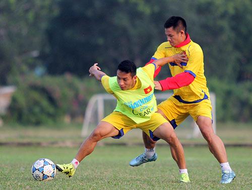 """Chí Trung bình luận U21 VN-U21 Thái """"long tranh hổ đấu"""" - 2"""