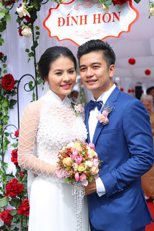 """Vân Trang ngọt ngào """"khóa môi"""" chú rể trong lễ đính hôn - 10"""