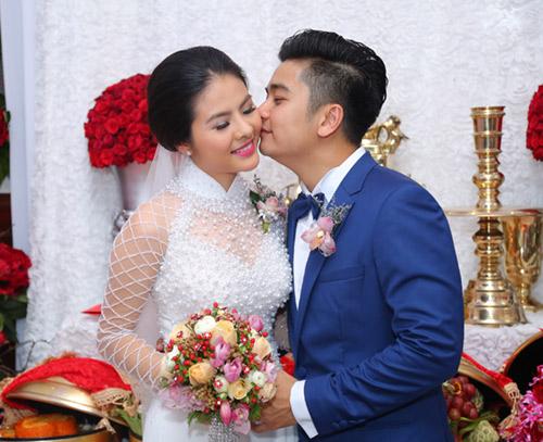 """Vân Trang ngọt ngào """"khóa môi"""" chú rể trong lễ đính hôn - 9"""