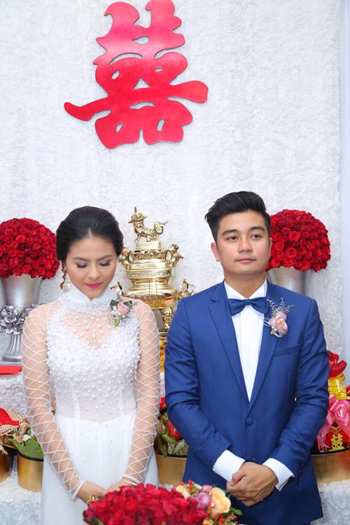 """Vân Trang ngọt ngào """"khóa môi"""" chú rể trong lễ đính hôn - 7"""