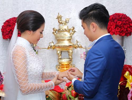 """Vân Trang ngọt ngào """"khóa môi"""" chú rể trong lễ đính hôn - 8"""