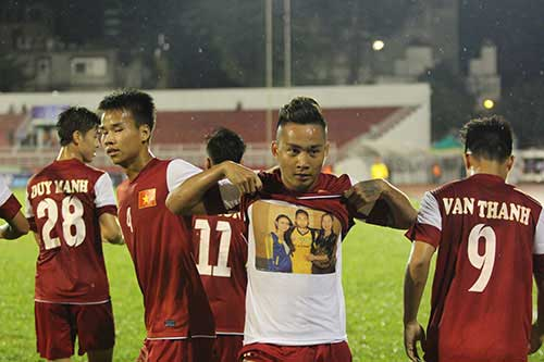 U21 VN: Cảm động Tuấn Tài khoe bàn thắng tặng mẹ - 1