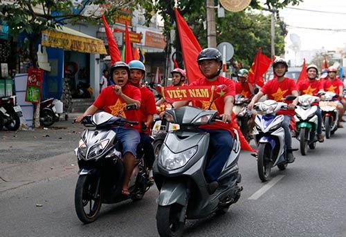 """CĐV Biên Hoà đội mưa, """"lăn xả"""" cùng U21 Việt Nam - 3"""