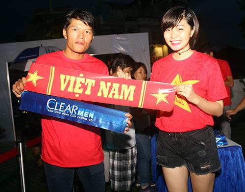 """CĐV Biên Hoà đội mưa, """"lăn xả"""" cùng U21 Việt Nam - 5"""