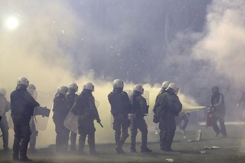 Bạo loạn kinh hoàng ở trận Siêu kinh điển Hy Lạp - 2