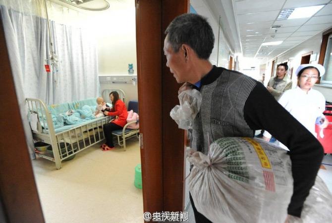 Ông nội cõng 100 cân thảo dược bán lấy tiền cứu cháu gái - 2