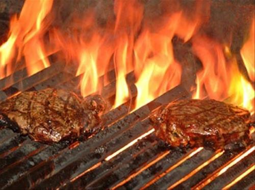 Sai lầm tai hại khi nướng thịt có thể gây ung thư - 1