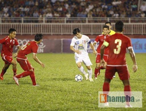 """Công Phượng nhảy múa làm """"loạn"""" hàng thủ Myanmar - 1"""