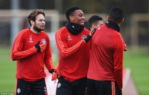 Rooney, Martial tái xuất, MU ngập tiếng cười - 7