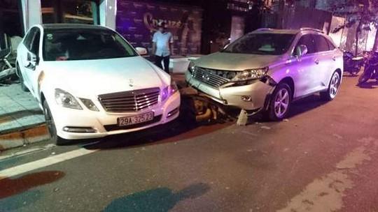 Nhân viên trông xe lái Mercedes gây tai nạn liên hoàn - 1