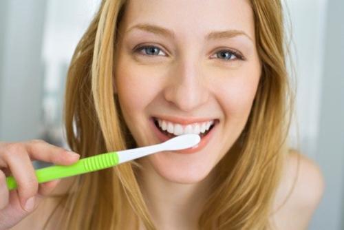 6 cách dùng dầu dừa để răng trắng, da sáng, tóc mượt - 1