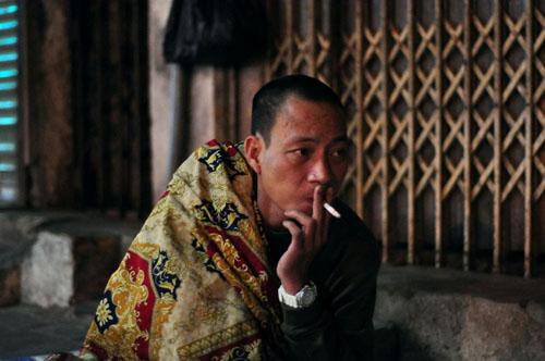 HN: Người vô gia cư chui bao tải ngủ vỉa hè trong đêm rét - 3