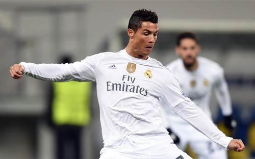 Khôi hài Ronaldo: Đảo chân, tự ngã & mất bóng - 1