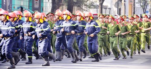 Kẹt cứng ở trung tâm Sài Gòn vì... diễn tập PCCC - 9