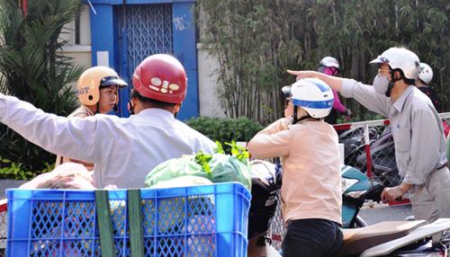 Kẹt cứng ở trung tâm Sài Gòn vì... diễn tập PCCC - 10