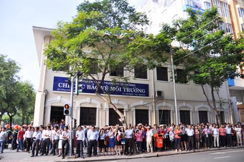 Kẹt cứng ở trung tâm Sài Gòn vì... diễn tập PCCC - 12