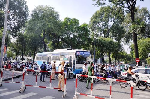 Kẹt cứng ở trung tâm Sài Gòn vì... diễn tập PCCC - 2