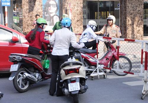 Kẹt cứng ở trung tâm Sài Gòn vì... diễn tập PCCC - 7